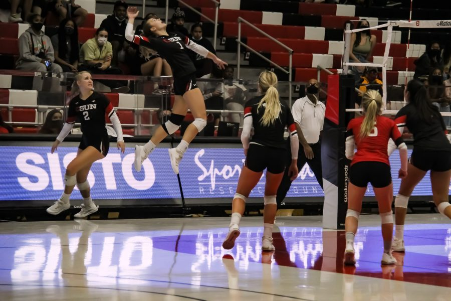 Women%E2%80%99s+volleyball+falls+to+UC+San+Diego+in+4+sets